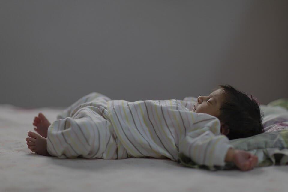 Bahaya Penggunaan Bantal Bayi Baru Lahir